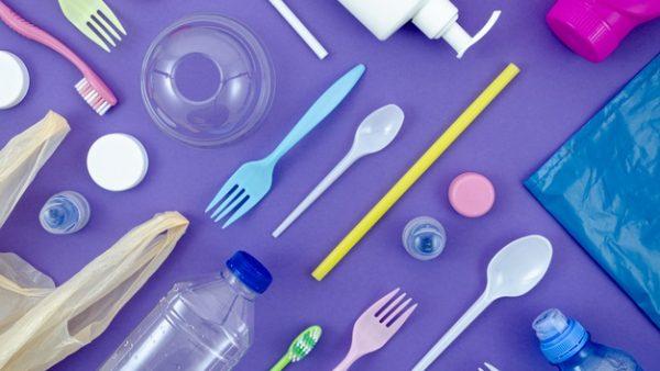 Bares, padarias, restaurantes e entregas não podem fornecer utensílios de plástico