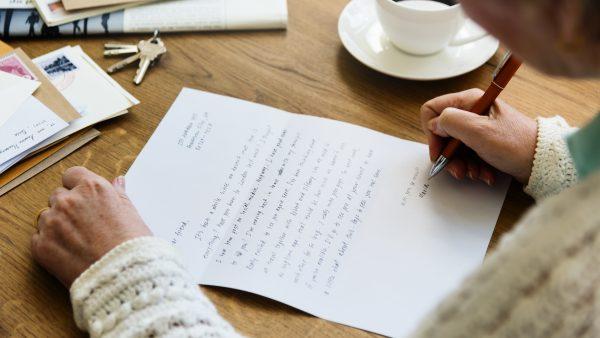 Caneta no papel: os benefícios da escrita
